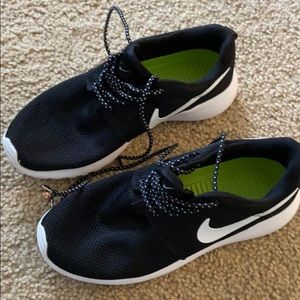 Nike tanjuns size 7 in gentle used condition